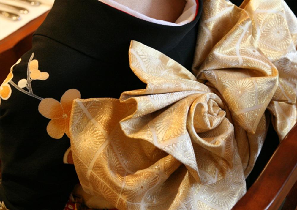 当店では、ご自分できものを着てみたい方のために、着楽会を開催しております。